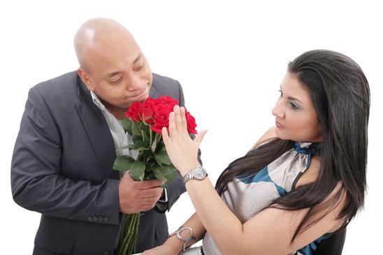 woman refusing apologies from her boyfriend